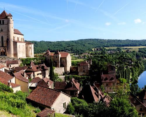 Saint-Cirq-Lapopie-vue-village-et-Lot-2-_-©P.-BERNARD-LPBVF.jpg