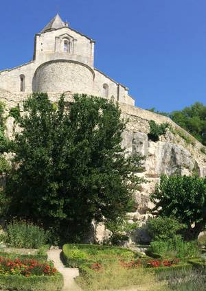 Les Plus Beaux Villages de France réunis à La Garde-Adhémar (26)