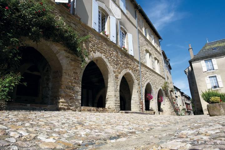 Sauveterre-de-Rouergue-arcades-_-Christian-BOUSQUET.jpg