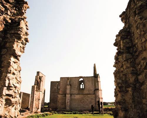 Vestiges de l'abbaye cistercienne des Châteliers