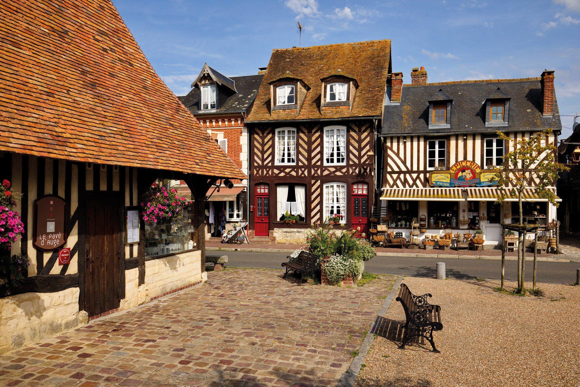 Découvrez Beuvron-en-Auge (Calvados), un des Beaux Villages de France