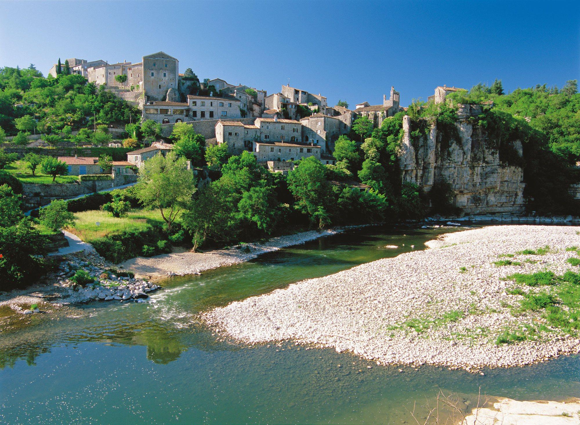 Découvrez Balazuc (Ardèche), l'un des Plus Beaux Villages de France