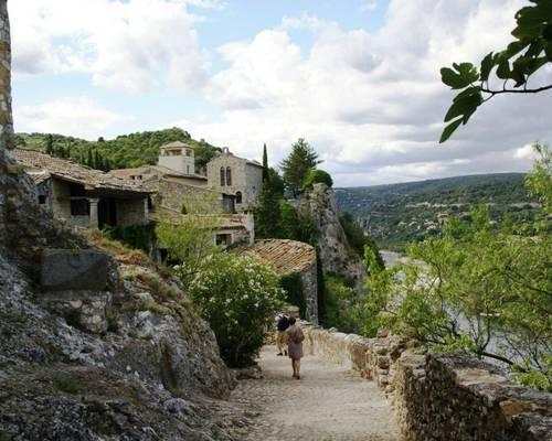 "Chemin de ronde ""Le Castelas"""